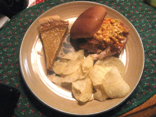 Chicken BBQ with Alabama with sweet potato pie and chips